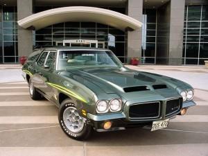 0309pon_01z+1971_Pontiac_LeMans_GTO_Wagon+Front_View_Passengers_Side