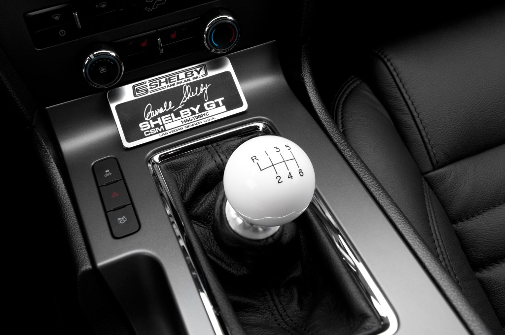 2014-shelby-mustang-gt-sc-gear-shifter